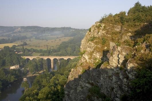 Vue du viaduc du haut des rochers.
