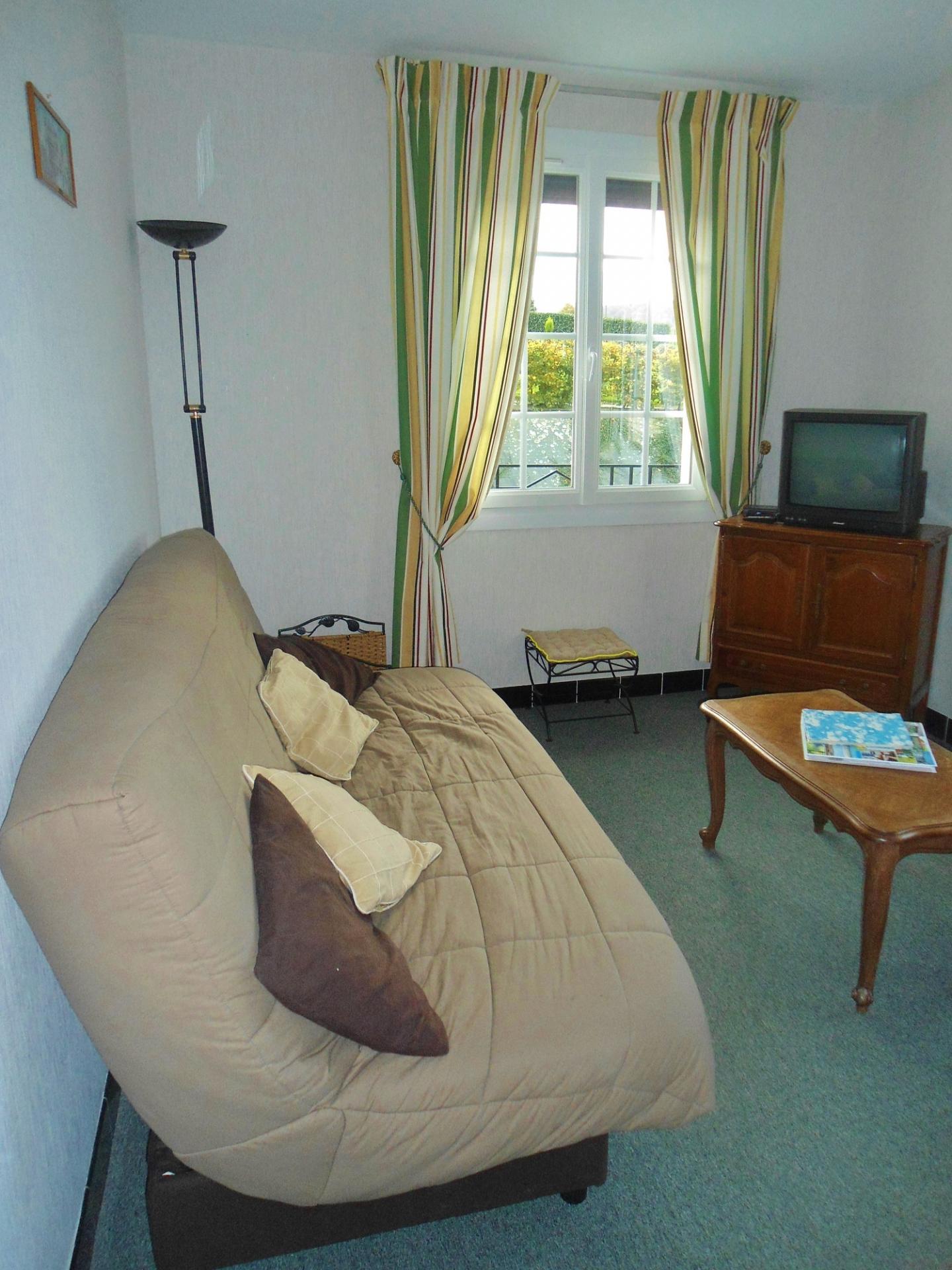 Salon télé indépendant du séjour